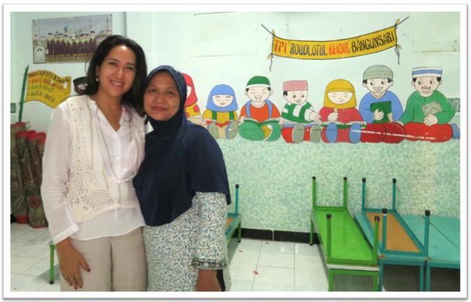 Kartika, toured around the compound by Ibu Raudlotul
